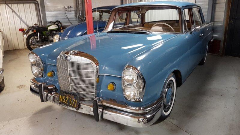 Mercedes 220B W111 Sedan de Luxe 1965